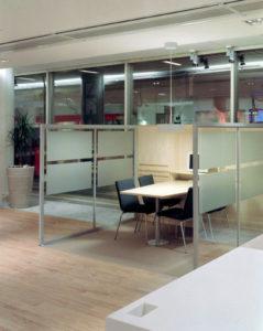 Glasväggar kontorslandskap