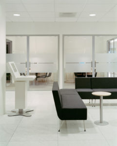 Glasväggar i kontor